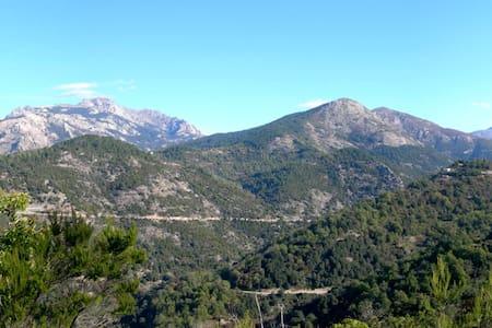 Charmante maison de village en montagne - Marignana - Casa