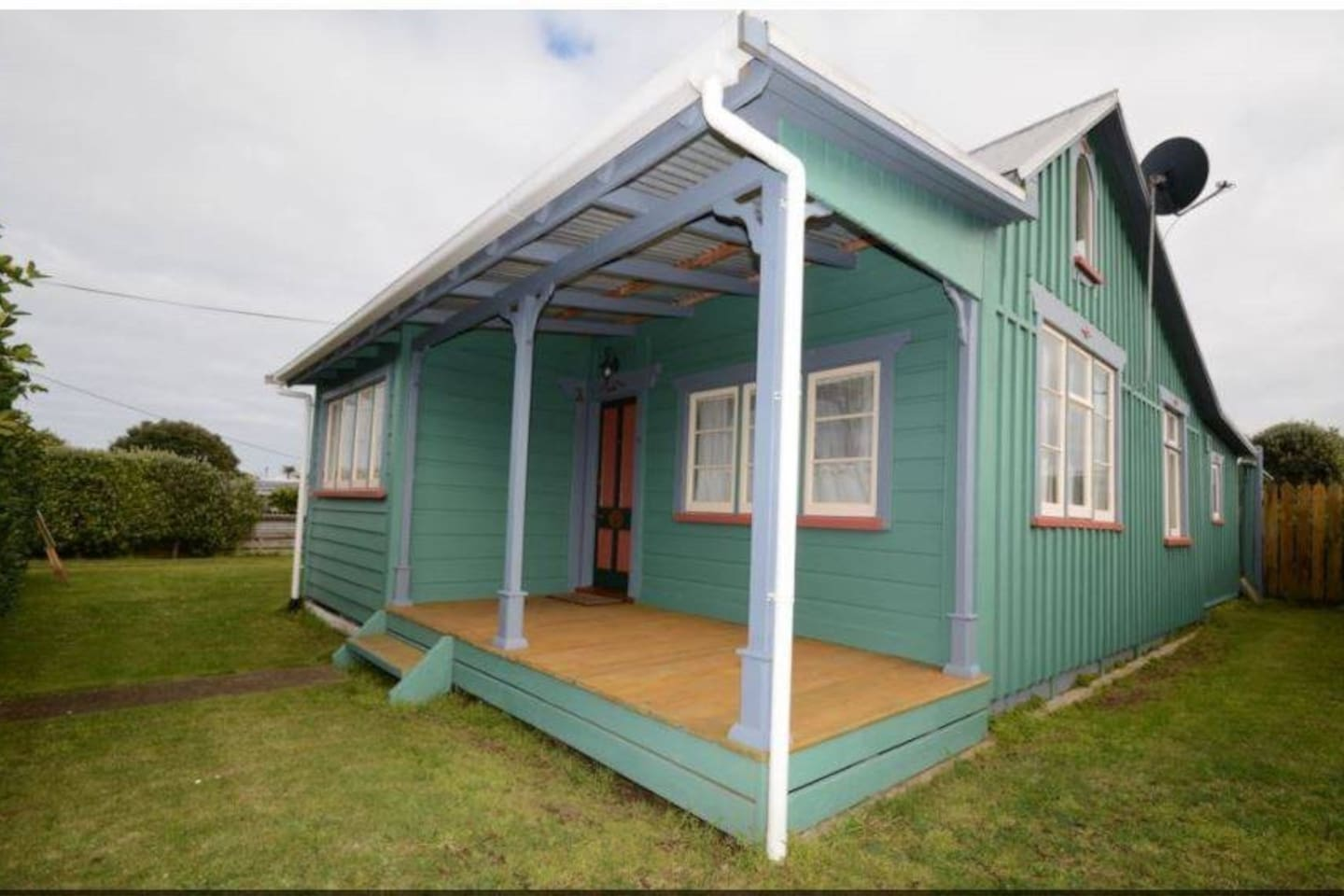 Welcome to Clare's cottage it was built in 1885 and has been fully renovated with even detail taken into consideration.