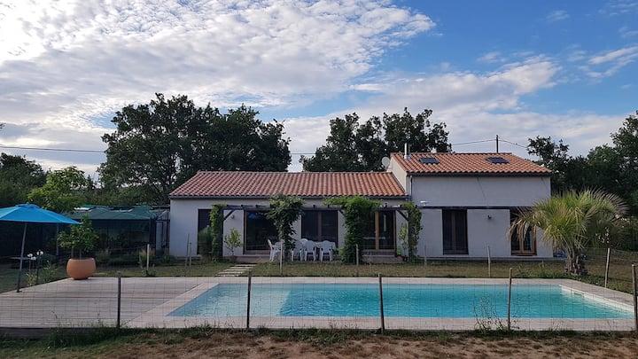 Villa familiale en Provence verte avec piscine