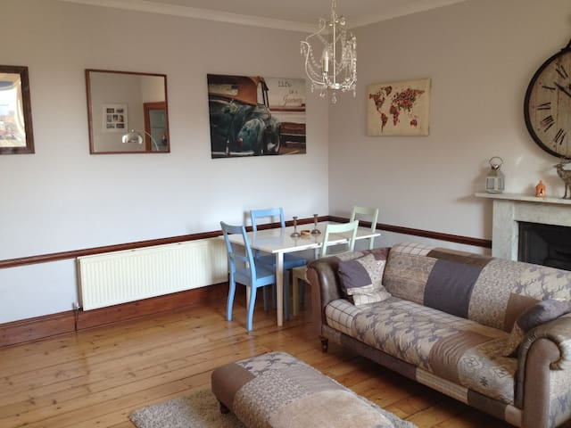 Large, Quiet Double Room - Edinburgh - Flat