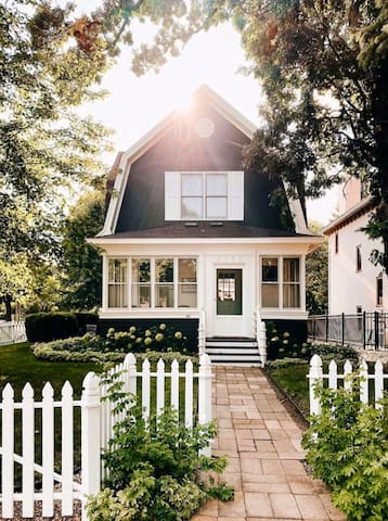 Charming Boxwood Cottage in Linden Hills