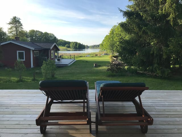Swedish cottage by the lake, perfect for families!