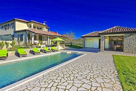 Spacious Pool property Villa Inga - Buje