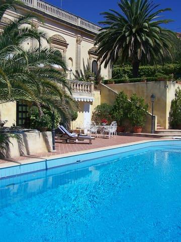 Stanza blu in una villa principesca a Noto - San Corrado di Fuori