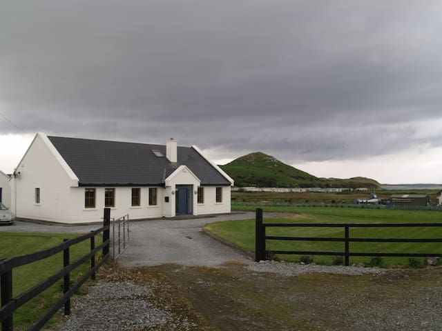 Spacious house  close to golf links - Ardfert, Tralee - Hus