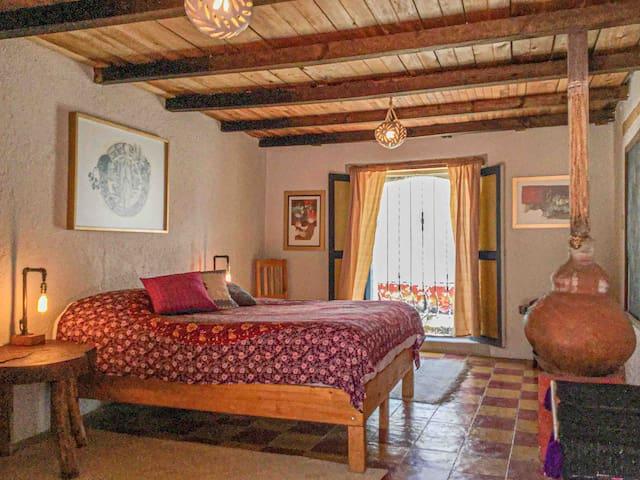 Grande, cama cómoda, chimenea y cerca del centro