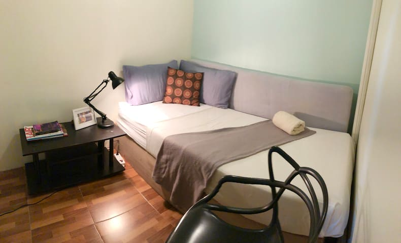 Cozy Private Single room with AC & Wifi in Asok