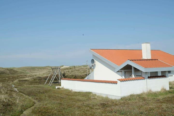 Charmante maison de vacances à Ringkøbing avec sauna