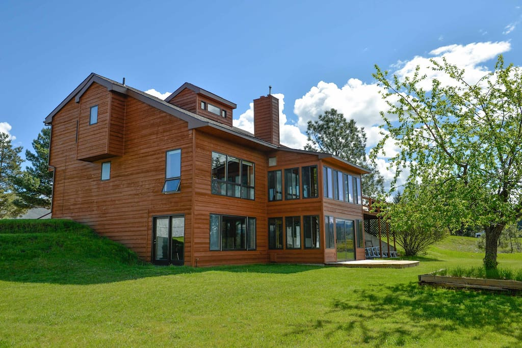This beautiful property boasts over 2,000 square feet of space and features vaulted ceilings lined with cedar tongue-and-groove boards, a screened porch, and spacious deck overlooking Flathead Lake.