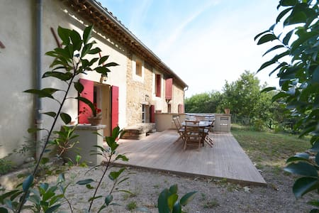 Jolie maison provençale au coeur d'un vignoble