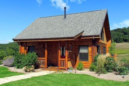 Lorelei Cabins, beautiful views! - Dubuque - 小木屋