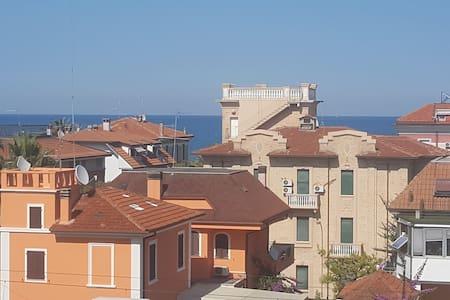 Stanza privata soggiorno San Benedetto del Tronto.
