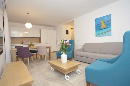 New!!!Lux 1BDR apartment with pool-100 m from sea! - Petrovac - Bed & Breakfast