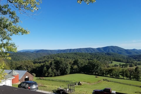 Cozy Farmhouse Apartment with Incredible Views