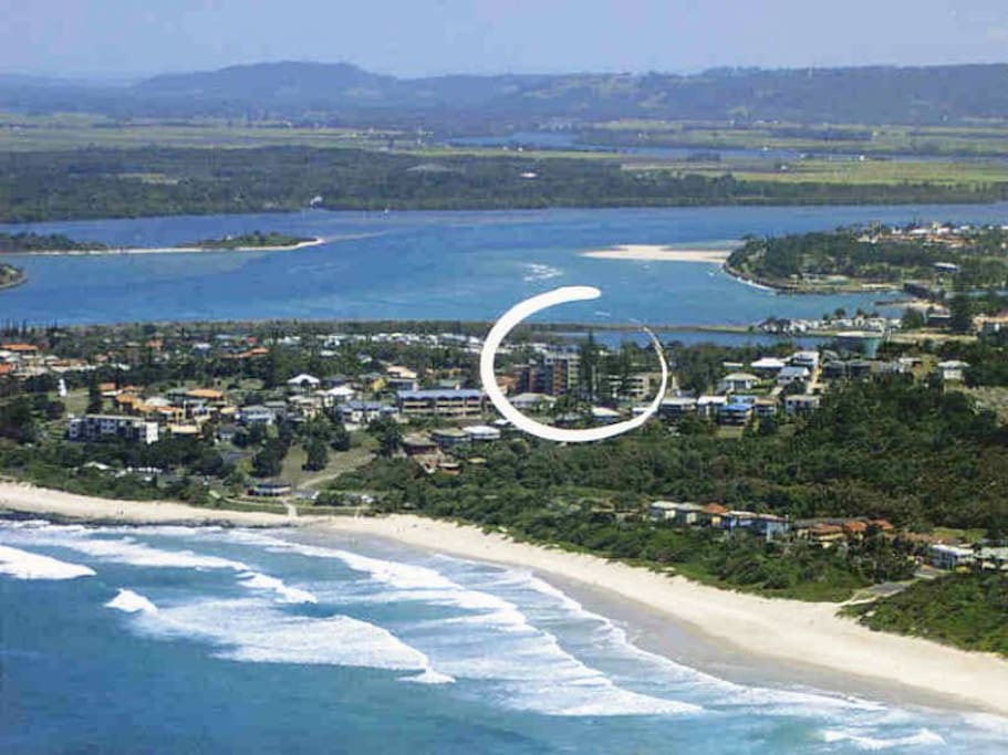 Close to 2 beaches, Cafes and Pub