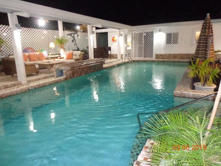 Coronado Beach Getaway - A Tropical Vacation