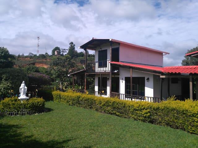 Chalet de Madera, Parcelacion San Millan  Popayan