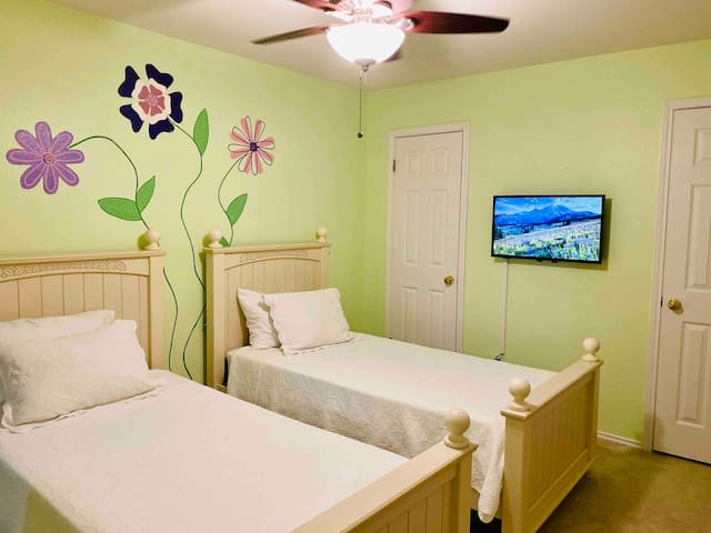 The kids will love this twin bedroom with smart TV, two closets and room darkening shades to keep the early morning sun out! You'll find a crib mattress and other baby gear in this room.