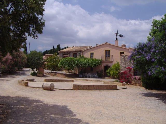 Masia Mas Aixola. Country House