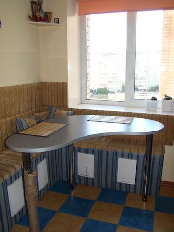 1-комнатная квартира в уютном спальном районе - Kirov - Appartement