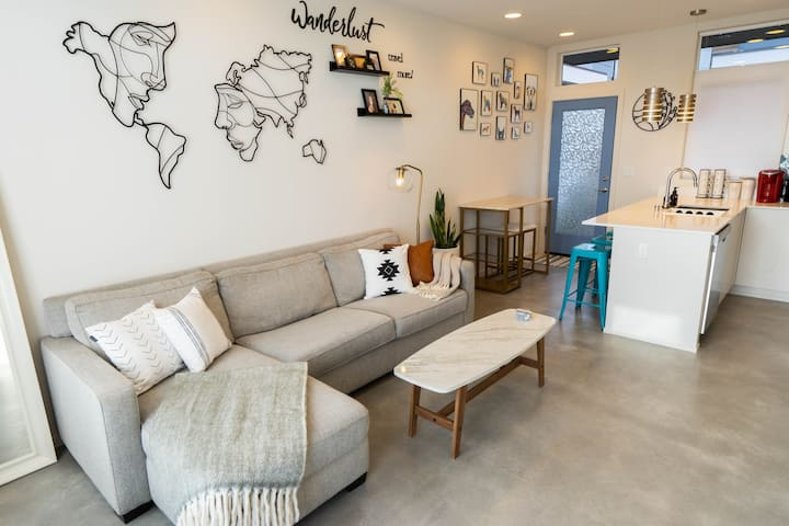 🌟 3BR Comfy Modern Townhouse Between Airport & DT