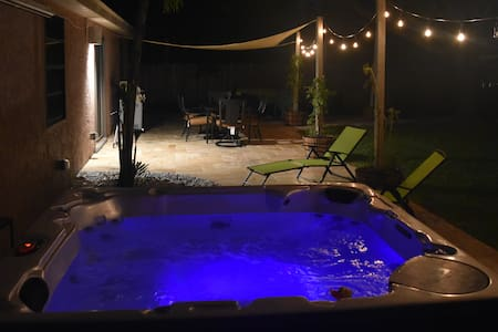 Beautiful 2/2 W/ LUXE Patio and Hot Tub!! - Weston