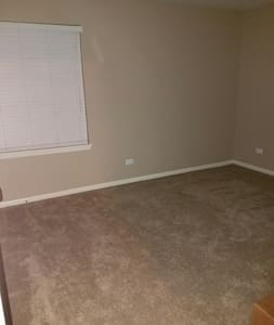 Comfy apartment space - Naperville