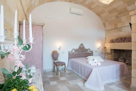 Castello Salentino / Camera Rosa Antico Matrimoniale