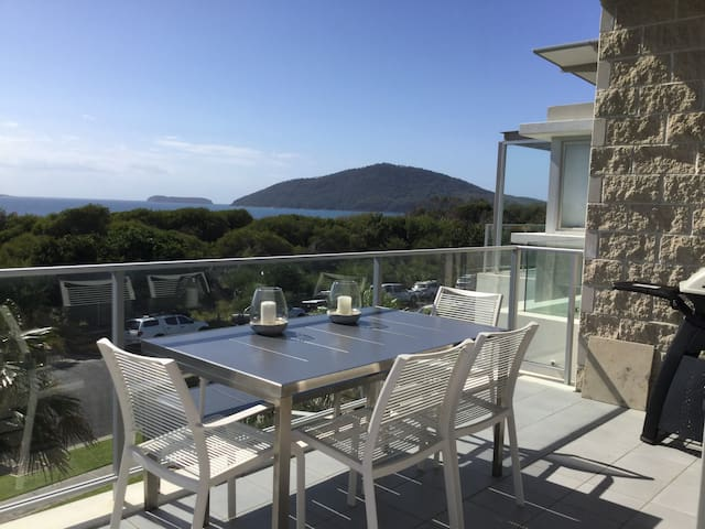 Luxurious, ocean-views apartment in Hawks Nest - Hawks Nest - Appartamento