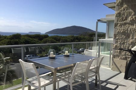 Luxurious, ocean-views apartment in Hawks Nest - Hawks Nest