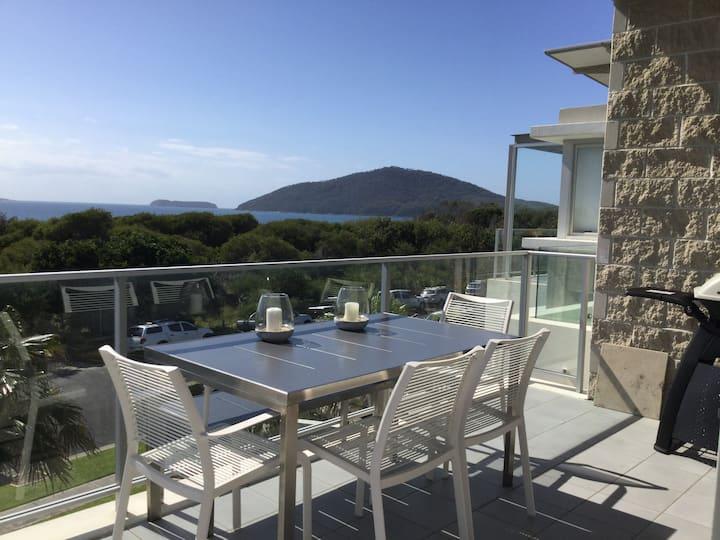 Luxurious, ocean-views apartment in Hawks Nest