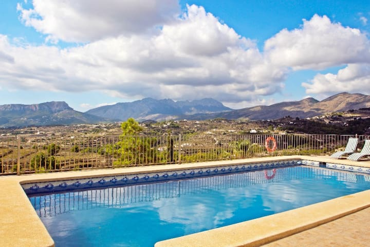 Finca Mayans - holiday home with stunning views and private pool in Benissa