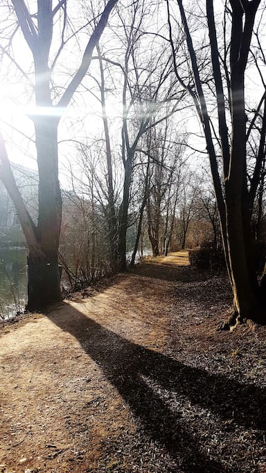 Nice walking path on Donaukanal, next to the appartement.