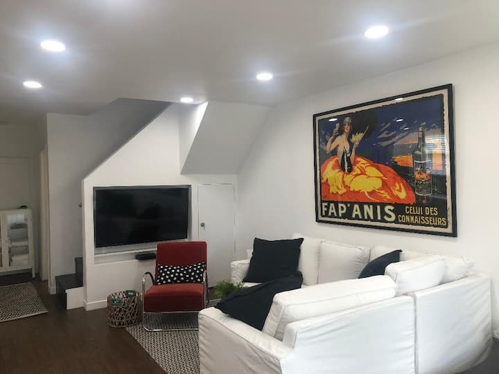Gorgeous-Bright-Remodelled just off Melrose!