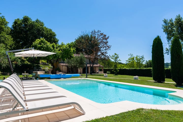 Country Villa in Sant'Ippolito with Heated Pool and Jacuzzi