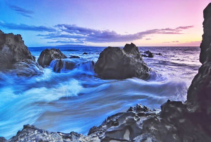 Water rushing in to the rocks at Cove Beach