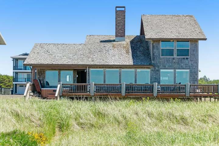 Oceanfront home w/ amazing view, hot tub & wrap-around deck - 2 dogs OK!