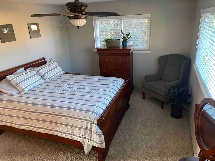 Cozy Larger Room, Garage Space Included