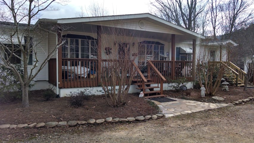 Apartment with Private entrance and Private Bath. - Asheville - Daire