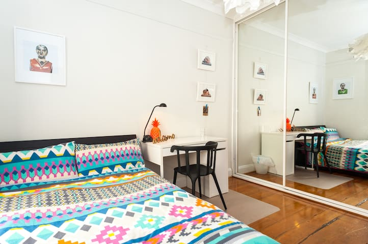 Cozy room in a stylish and central terrace - Surry Hills - Hus
