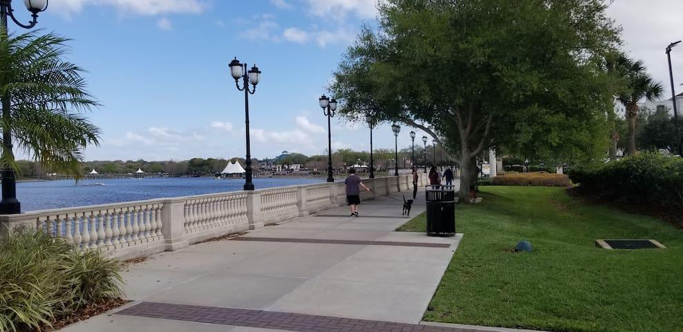 Waterside Condo 2/2 (20m  Disney/Universal Orlando