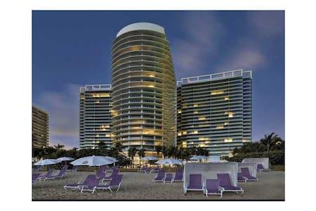 Ocean View apartment at St. Regis - Bal Harbour - Kondominium