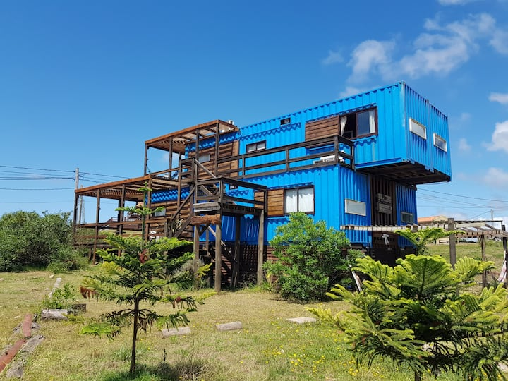 Pretty recycled tiny home, with a wonderfull views