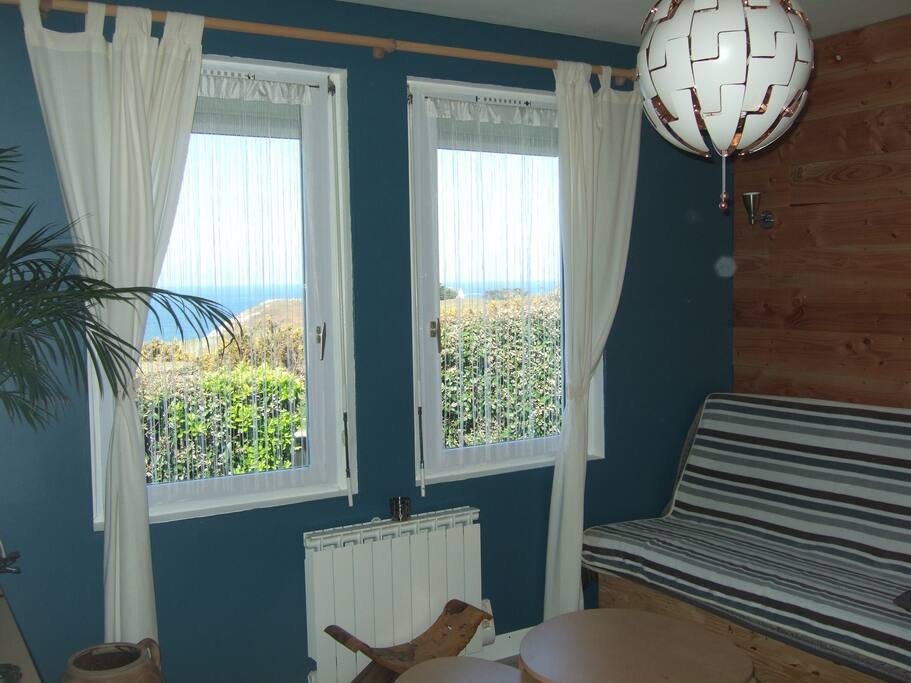 jolie petite maison proche de la mer houses for rent in plouarzel bretagne france. Black Bedroom Furniture Sets. Home Design Ideas