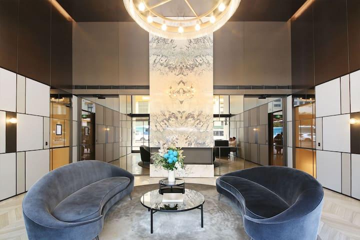 Sydney CBD - Highly Desirable, Luxury apartment