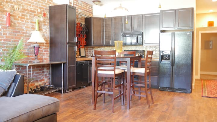 Beautiful Unit close to everything downtown Denver