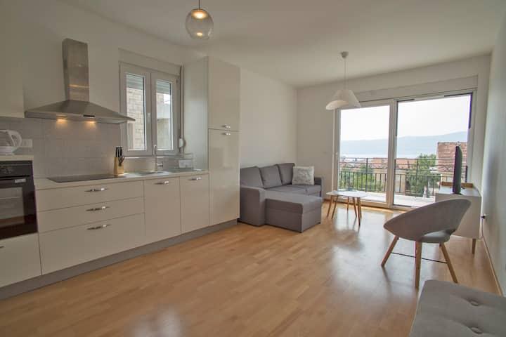 We Apartments No:8 Tivat Center - Sea View