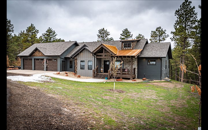 5 bedroom home at mouth of Spearfish Canyon