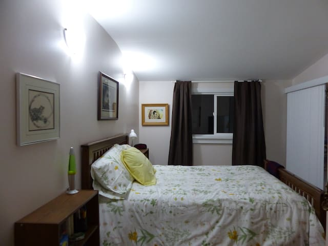 Front bedroom - double bed