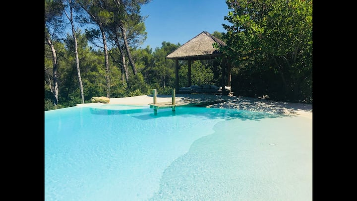 Cabin, garden, swimming pool, 3km from Aix